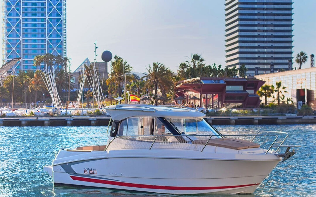 Rent a Boat Blanes y Barcelona: Арендовать катер в Барселоне.