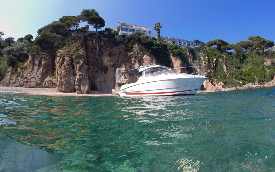Alquila un barco Puerto Blanes.