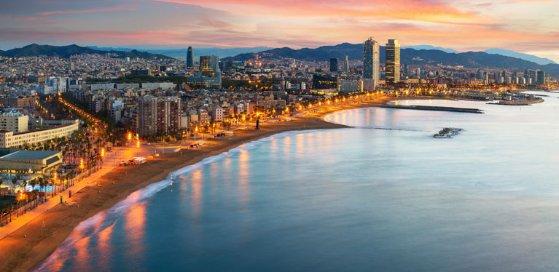 La otra Barcelona desde el mar. Alquila embarcación recreo.